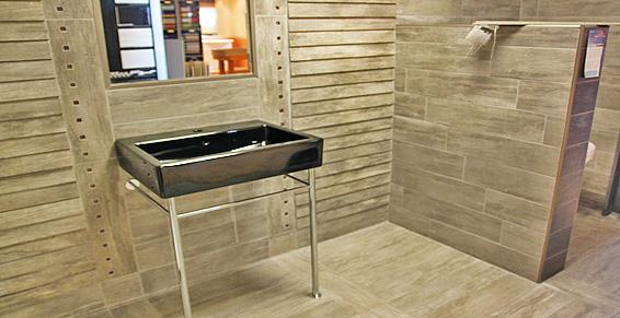 39 carrelage aspect bois dans la salle de bain dune une immpression de - Salle De Bain Carrelage Bois