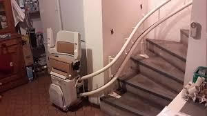 Le monte escaliers courbé s'adapte à la forme de votre escalier