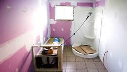 Avant de commencer le relooking de votre salle de bain commencez par la vider